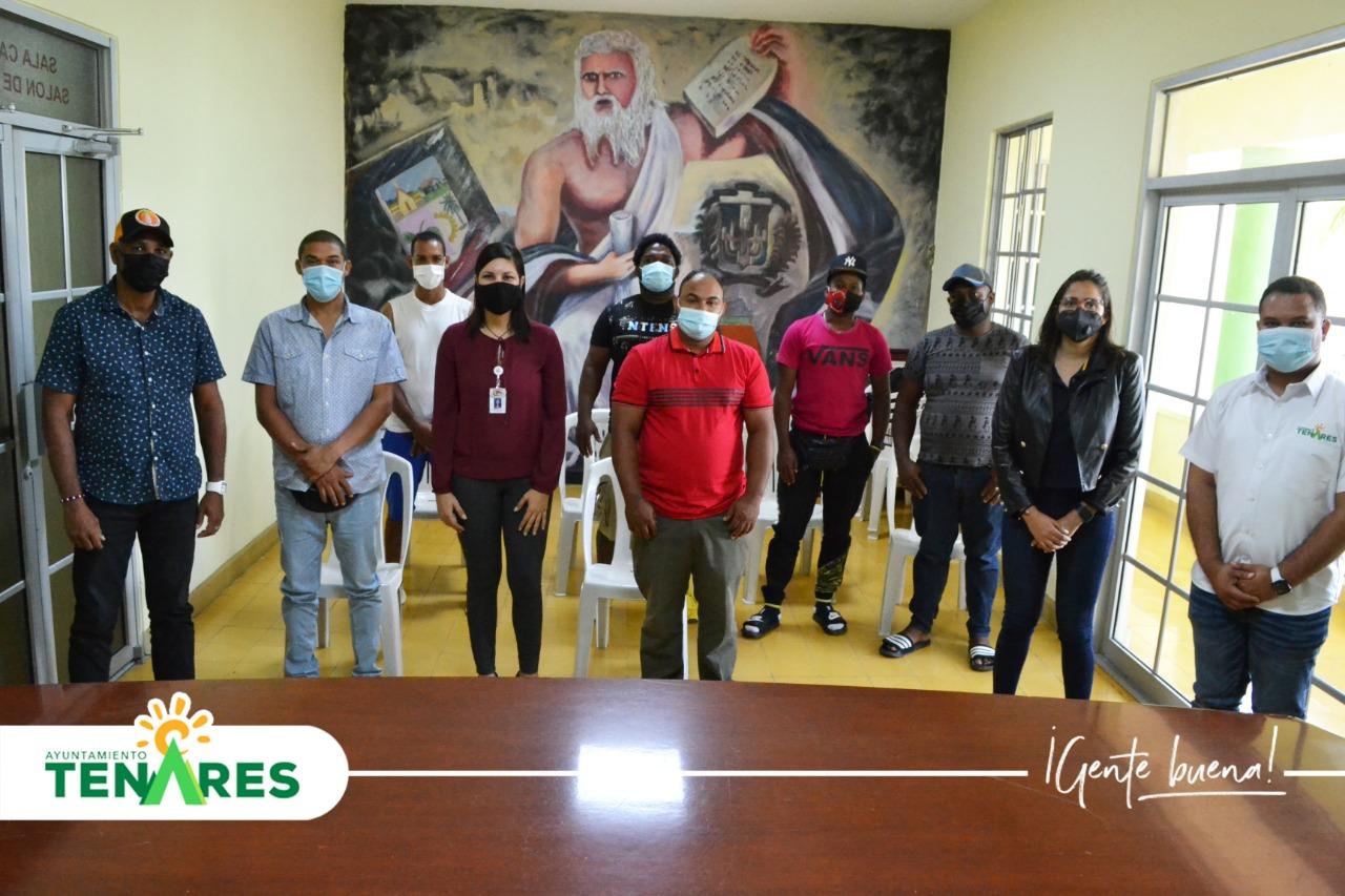 El Ayuntamiento Municipal en Conjunto con el INFOTEP Sostuvo un Encuentro con los Representantes de La Asociación de Carritos de Tenares