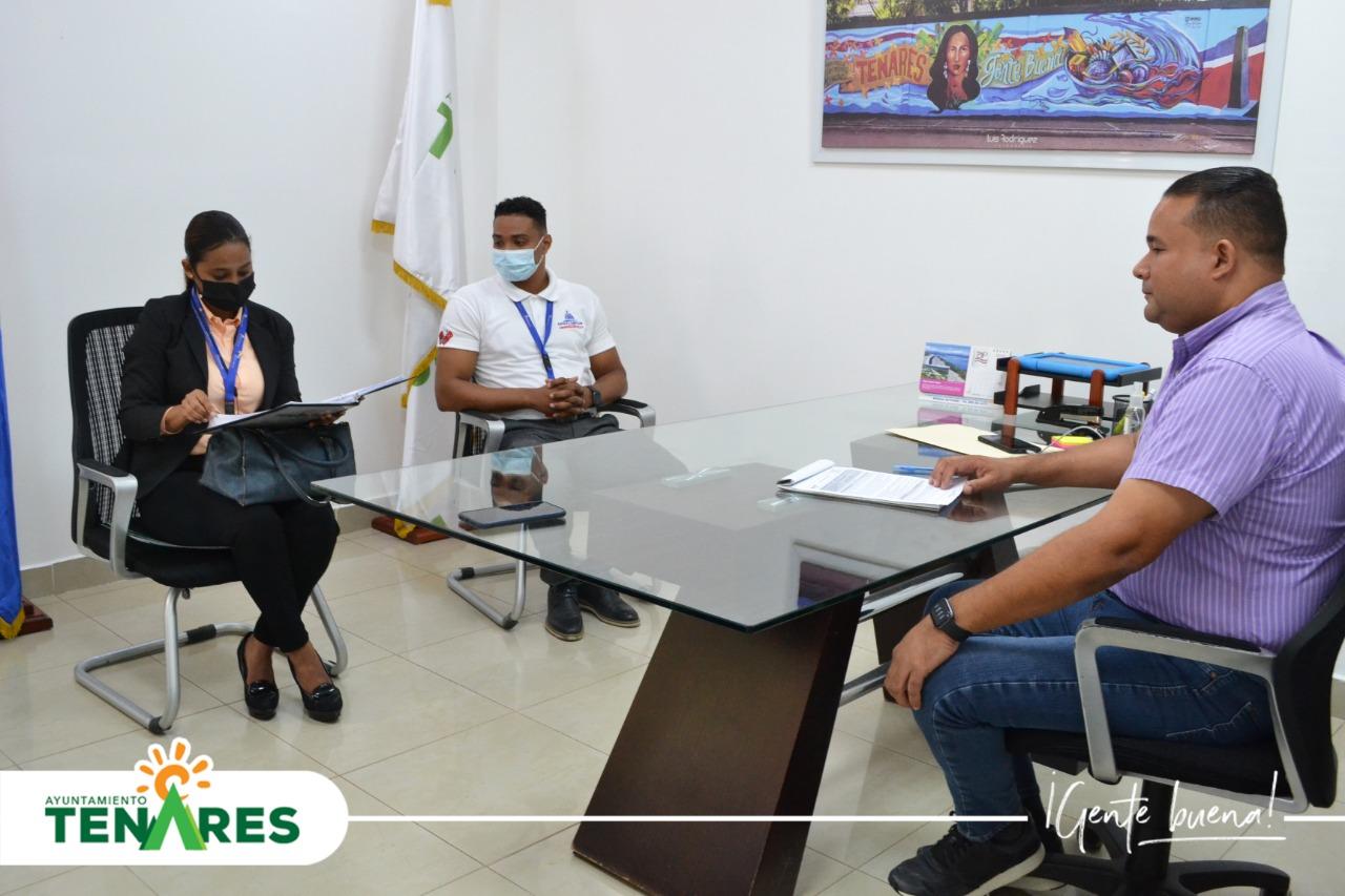 Alcalde Emanuel Escaño Recibió la Visita de Marleny Nuñez la Cual es Analista del Ministerio de Administración Publica (MAP)