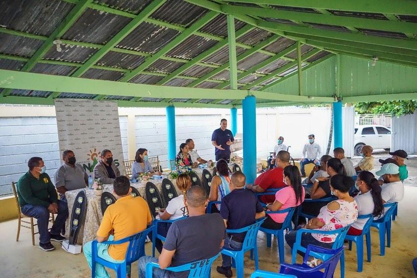 Entrega de Lámparas a la Comunidad de La Esperanza (Los Hoyos)
