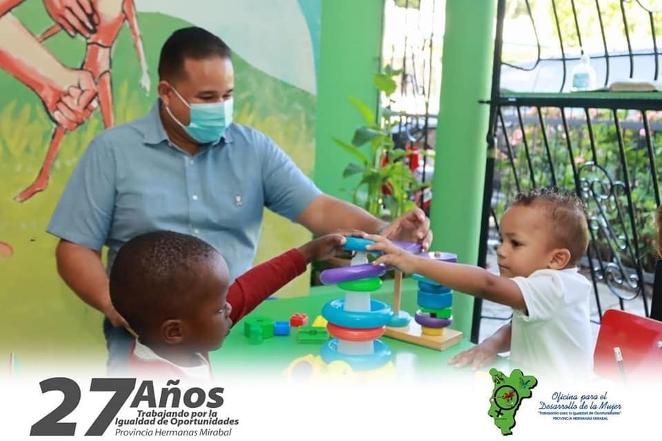 Alcaldes de Tenares comparte con niños (as) de los Centros